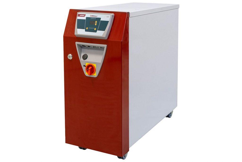 Neues in der Peripherie der Spritzgießmaschine: Das Temperiergerät Wittmann Tempro basic Large 120  verfügt über eine maximale Heizleistung von 36 kW. Ein Wert, der in technischer und zudem auch in ökonomischer Hinsicht optimale Aufheizzeit des Werkzeugs garantiert.  - Bild: Wittmann