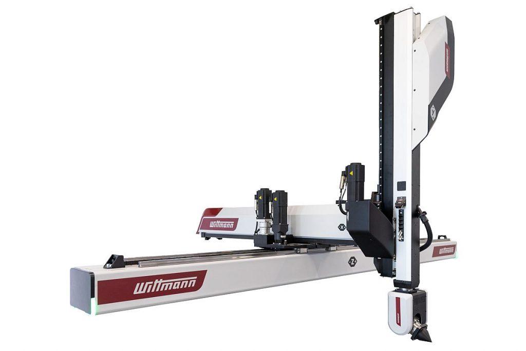 Der neue Roboter WX153 ist die Grundlage einer neuen Lösung zur Automatisierung für Spritzgießanwendungen mit mittleren bis höheren Schließkräften. Das System basiert auf einem kartesischen Achsenaufbau mit einer beweglichen X-Achse als Entformachse. - Bild: Wittmann