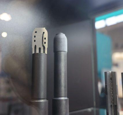 Alles aus einer Hand: Knarr bietet jetzt Anwendern auch additive Fertigung beispielsweise für Kerne mit konturnaher Kühlung im Auftrag an. Dabei sind auch Hybridteile aus konventionell zerspanten und additiv erstellten Partien möglich. - Bild: Pergler Media